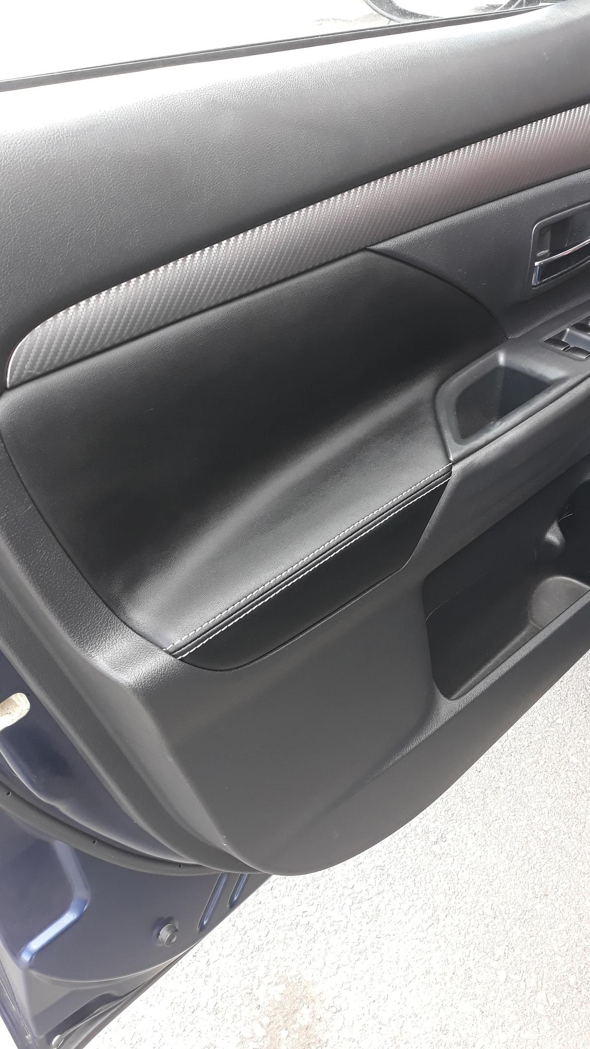 Чехлы на Mitsubishi Outlender из экокожи NAPPA и перетяжка дверных вставок в экокожу.