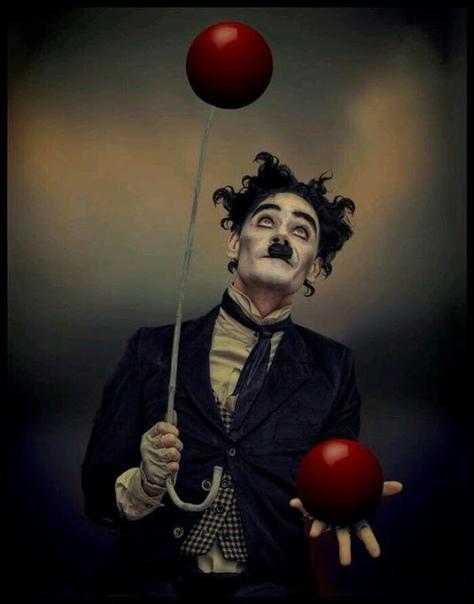 снимает маску грустный клоун под ней печальный человек такой же в сущности нелепый с ненужной маскою в руке ©