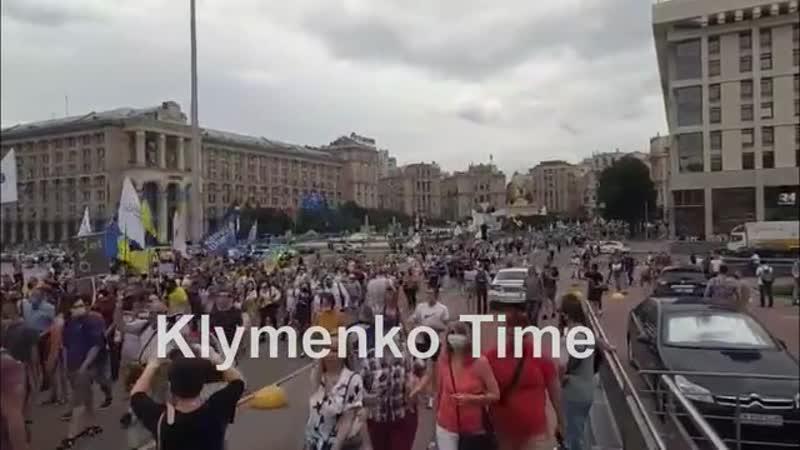 Сторонники и массовка Порошенко идут к Офису президента