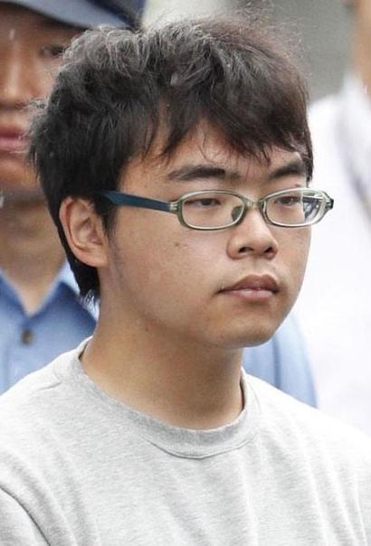 Кодзима эээ не гений Вечером 9 июня 2018 года 23-летний Итиро Кодзима спокойно сел на скоростной поезд, следовавший из Токио в Осаку, достал из сумки нож и мачете, молча осмотрелся по сторонам и