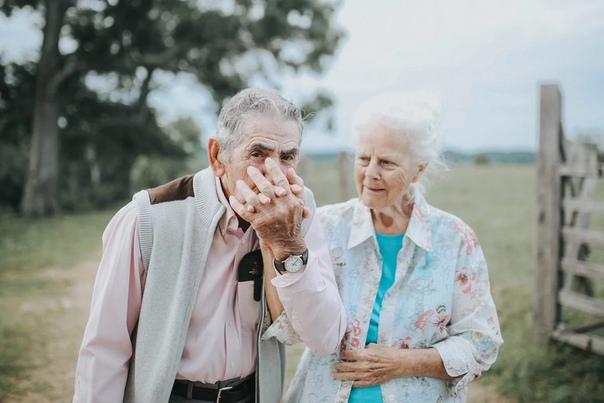 ЧТО МАЛЫЙ, ЧТО СТАРЫЙ... Мне очень везет на старых людей. Они со мной разговаривают, а я их внимательно слушаю. Есть такая рубрика «Дети говорят». Я бы завела еще «Старики говорят». И тоже