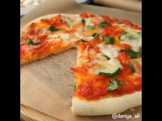 Пицца с овощным соусом