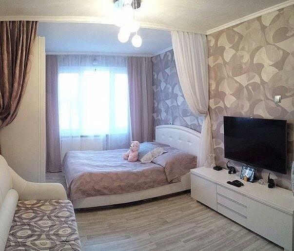 Красивое решение для однушки - спальная и гостиная зона