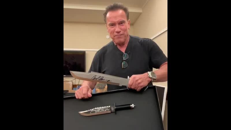 Шварценеггер с ножом обратился к Сталлоне после выхода нового Рэмбо Побольше твоего будет N
