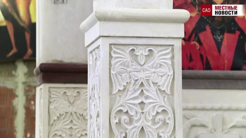 В храме святителя Спиридона в Коптево монтируют иконостас