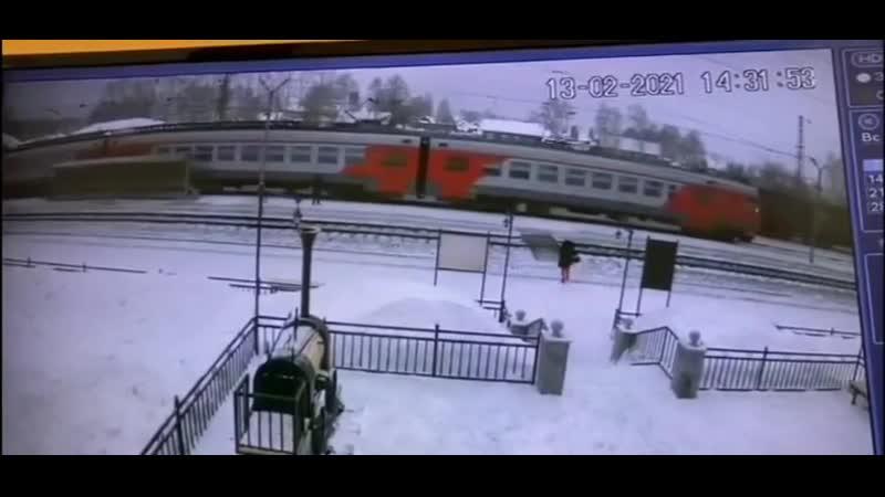 Девушку сбоил поезд под Первоуральском