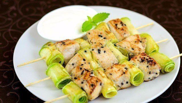 Куриные шашлычки с кабачками