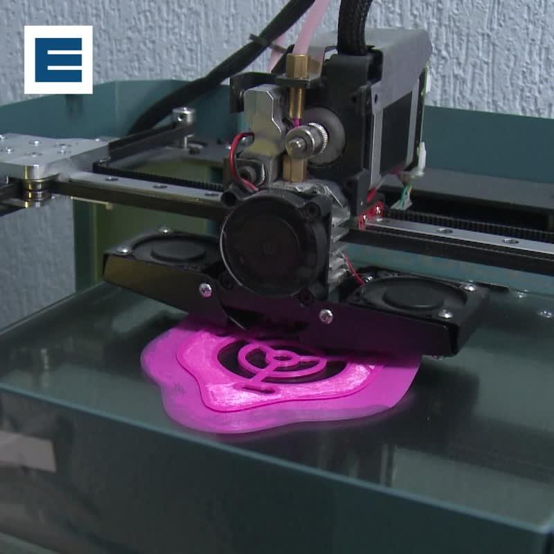 Защитные маски в Красноярске начали печатать на 3D принтере