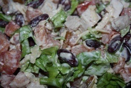 Сытный Салат с курицей и фасолью