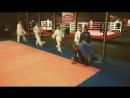 Разминка на детской тренировке челночный бег