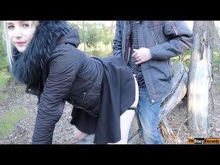 мужчина заметил, как я мастурбировала в лесу и трахнул меня!
