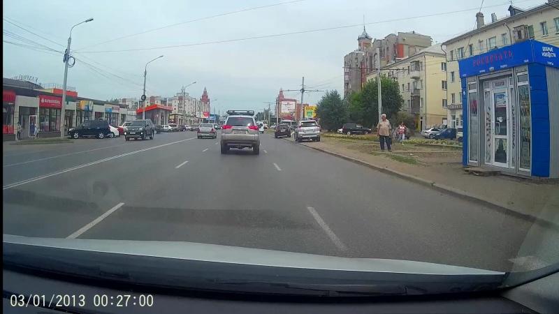 Мотоциклист не справился с управлением и упал.