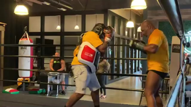 Майк Тайсон - тренировки в 54 года