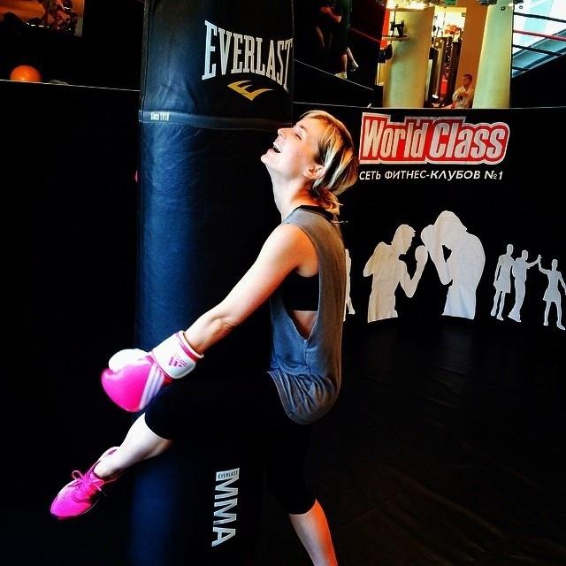 Полина Гагарина активно занимается спортом и ведет здоровый образ жизни