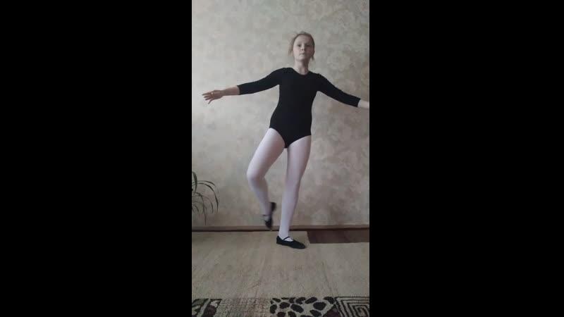 13 экзамен по класс танцу Батман Фраппе на середине