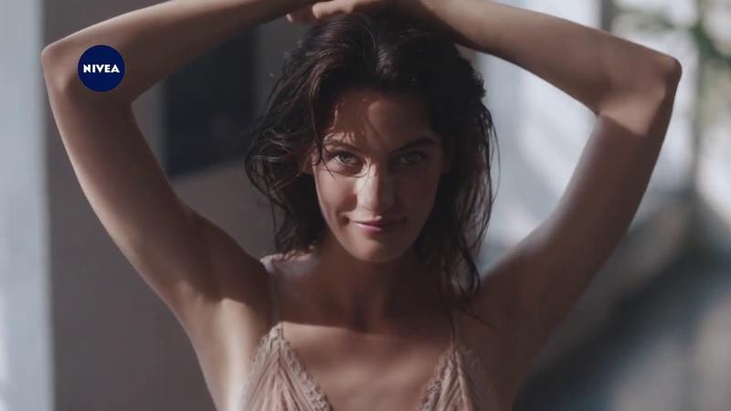 Реклама NIVEA Дезодорант NIVEA Эффект пудры невероятно нежная кожа и никакой липкости