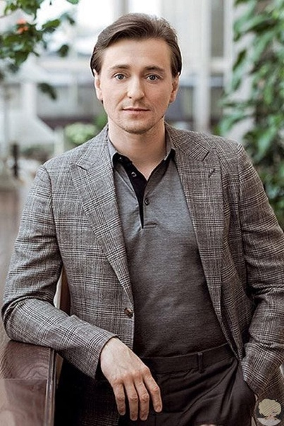 Сергей Безруков рассказал, как заработал на первую квартиру Первой звездной ролью актера стал Саша Белый в знаменитой «Бригаде». Именно после этого перевоплощения на Сергея Безрукова посыпались