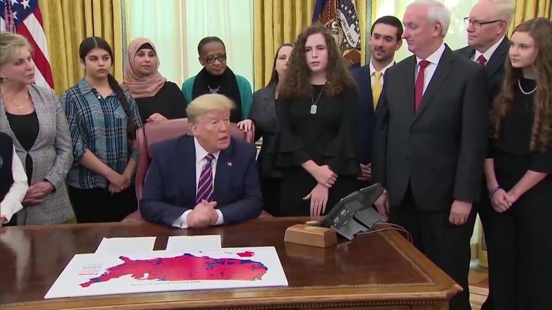 Трамп подписал законопроект о возвращении МОЛИТВЫ в школы