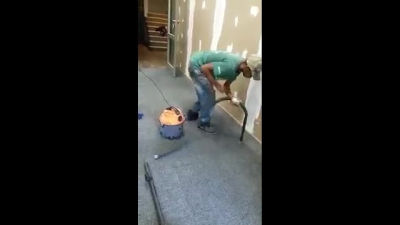 Lad vacuums without knowing the pipe is not plugged in