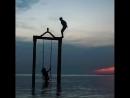 💭🦋  — «сердце человека очень похоже на море в нём случаются штормы, приливы и отливы, и в своих глубинах оно хранит свои жемчуж