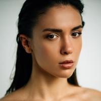 Полина Азарова
