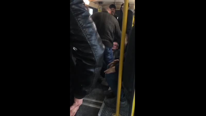 Водитель маршрутки в Крыму пытался выставить пьяного пассажира