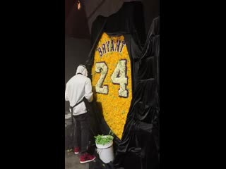 Last night's Michael Jordan birthday party in Chicago featured someone making a Kobe Bryant jersey out of flowers