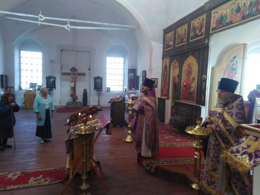 Благочинный Петровского округа совершил богослужение в храме Рождества Христова села Оркино