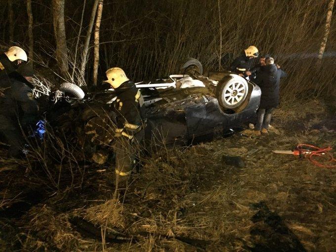 В Ярославле на проспекте Фрунзе пьяный водитель перевернул иномарку в кювет: двое пострадавших