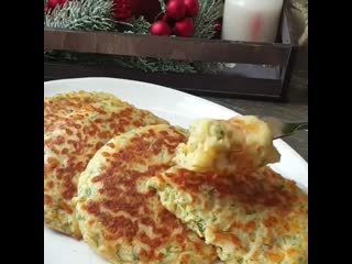 Женские Хитрости () Сырные лепёшки (ингредиенты в описании видео)