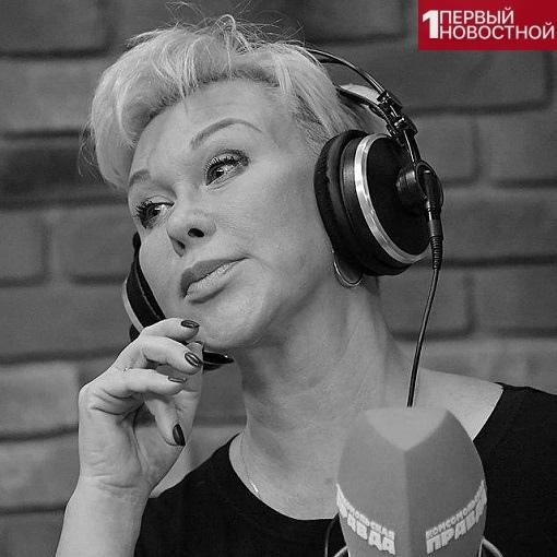 Известная российская теле- и радиоведущая Юлия Норкина скоропостижно скончалась в возрасте 53 лет от инфаркта Об этом сообщил ее супруг, телеведущий Андрей Норкин: Юльчонка больше нет. Здесь, в