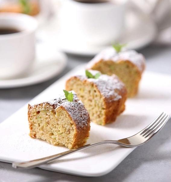 А вы пробовали миндально-кабачковый кекс Ингредиенты:300 г кабачка;120 г миндаля (можно использовать готовую миндальную муку);200 г пшеничной муки;100 г коричневого сахара;2 яйца;3 ст. л.