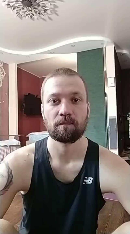 Тренировка на мышцы кора и ног с Владимиром Ивановым (New Balance)